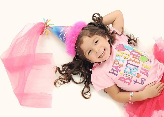 תמונות יום הולדת - ילדה כובע