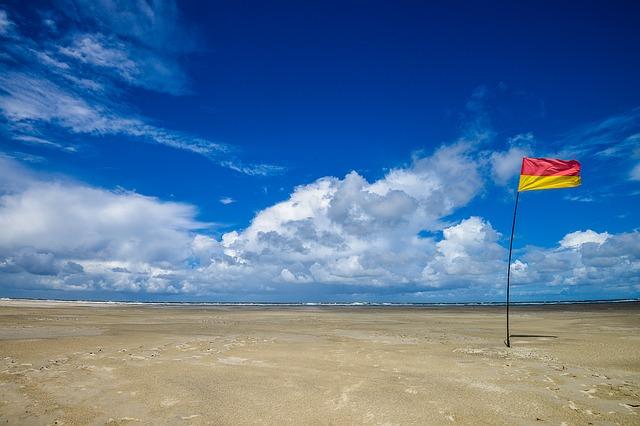 תמונות רקע - דגל חוף שמיים עננים