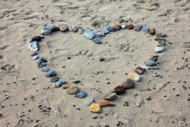 תמונות של לבבות - אבנים לב חול